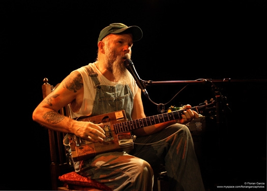 Seasick Steve con su Cigar Box Guitar